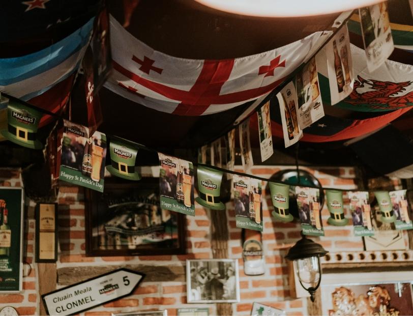 drapeau plafond decoration
